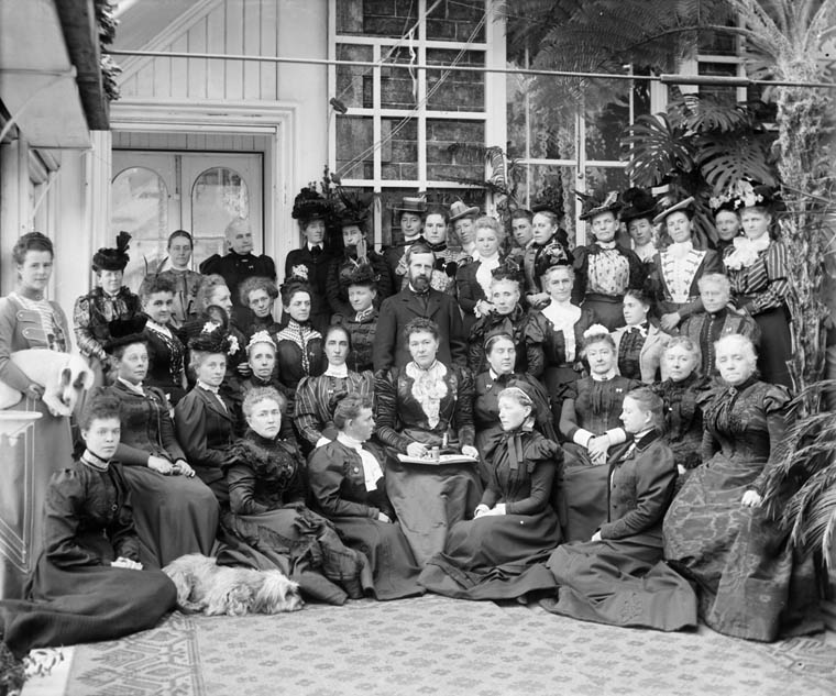 Lord and Lady Aberdeen host at Rideau Hall the National Council of Women of Canada.      Date: October 1898. Photographer: William James Topley. Reference: Library and Archives Canada, PA-028034.