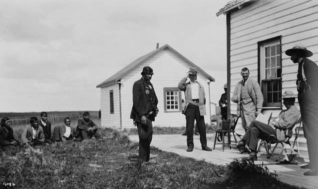 A councillor delivers an address of welcome to Earl Grey, during a visit to the Oxford House First Nation (Manitoba). Date: 1910.  Photographer: Geological Survey of Canada.  Reference: Library and Archives Canada, PA-045263.