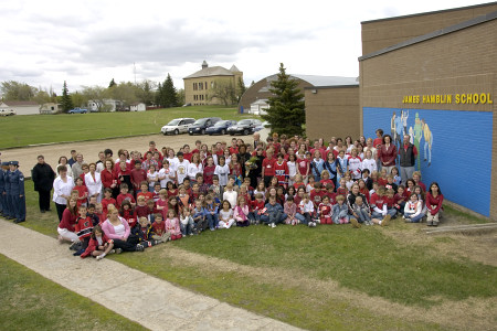 Students at James Hamblin School in Qu'Appelle, Saskatchewan, gather for a school group photo with the Right Honourable Michaëlle Jean, Governor General of Canada on May 9, 2006. During their visit to Qu'Appelle, Governor General Michaëlle Jean and Mr. Jean-Daniel Lafond took part in a community gathering at the school. Earlier in the day, the Governor General visited the Treaty 4 Governance Centre in Fort Qu'Appelle and toured the town on foot. The Governor General conducted her first regional visit to Saskatchewan from May 8 to 10, 2006. During her three-day visit, Her Excellency focused on activities that empowered groups of diverse backgrounds, from youth and First Nations to residents of North Central Regina's inner city, to be heard. This was her 8th provincial visit since the beginning of her mandate.