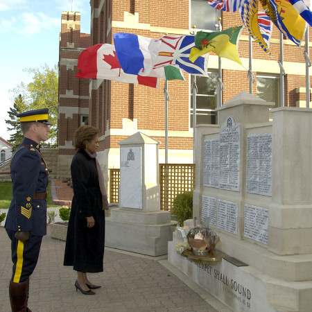 Her Excellency the Right Honourable Michaëlle Jean, Governor General of Canada, pauses to honour fallen members at the RCMP Cenotaph during a visit to the RCMP Academy in Regina on May 10, 2006. During her visit, the Governor General toured the RCMP Buffalo Scenario Village, addressed cadets, visited the historic chapel and met with cadets and officers. The Governor General conducted her first regional visit to Saskatchewan from May 8 to 10, 2006. During her three-day visit, Her Excellency focused on activities that empowered groups of diverse backgrounds, from youth and First Nations to residents of North Central Regina's inner city, to be heard. This was her 8th provincial visit since the beginning of her mandate.