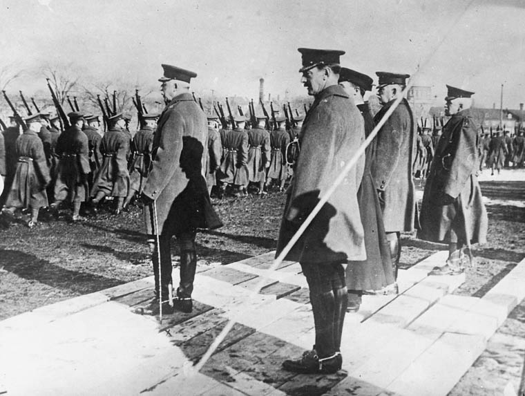 The Duke of Connaught inspects Montréal volunteers on the eve of their departure for Europe, in 1915. Date: 1915. Photographer: Department of National Defence. Reference: Library and Archives Canada, PA-022709.