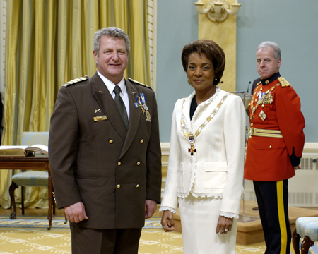 <P>Her Excellency the Right Honourable Michaëlle Jean, Governor General of Canada, presided at the investiture of the Order of Merit of the Police Forces on Friday, May 19, 2006, at Rideau Hall.</P>