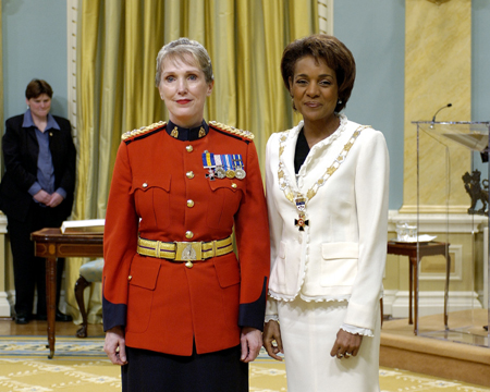 <p>Her Excellency the Right Honourable Michaëlle Jean, Governor General of Canada, presided at the investiture of the Order of Merit of the Police Forces on Friday, May 19, 2006, at Rideau Hall.<p>