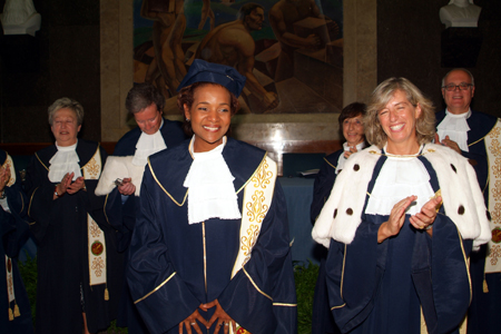 Governor General Michaëlle Jean is congratulated by Professor Stefania Giannini, Rector of the Università per Straniere in Perugia, Italy, upon conferral of an honorary doctorate in international relations on July 21, 2006. Governor General Jean is a former student of the university, having studied there on scholarship as part of an interuniversity exchange in the 1980s.  The Governor General also delivered remarks on the theme of culture as a vehicle for bringing people and new ideas together.  The Governor General was invited to attend the 80th anniversary celebrations of the university.