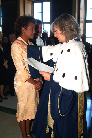 Stefania Giannini, Rector of the Università per Stranieri in Perugia, Italy, confirms Governor General Michaëlle Jean as an honorary degree recipient in international relations during a ceremony on July 21, 2006.  Madame Jean is a former student of the university.  The Governor General was invited to attend the 80th anniversary celebrations of the university.
