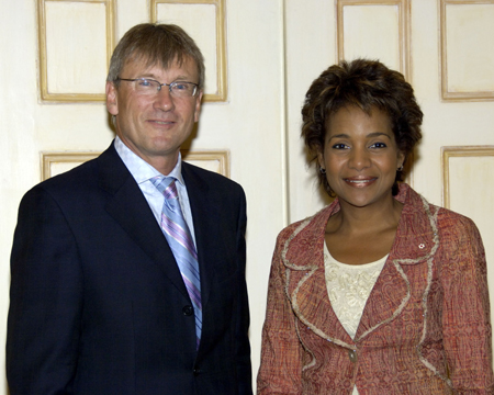 Her Excellency the Right Honourable Michaëlle Jean received on Tuesday, September 19, 2006, at the Governor General's residence in Quebec City, the credentials of His Excellency Matthias Martin Höpfner, Ambassador Designate of the Federal Republic of Germany.