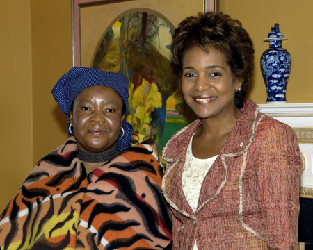 Her Excellency the Right Honourable Michaëlle Jean received on Tuesday, September 19, 2006, at the Governor General's residence in Quebec City, the credentials of Her Excellency Motśeoa Senyane, High Commissioner Designate of the Kingdom of Lesotho.