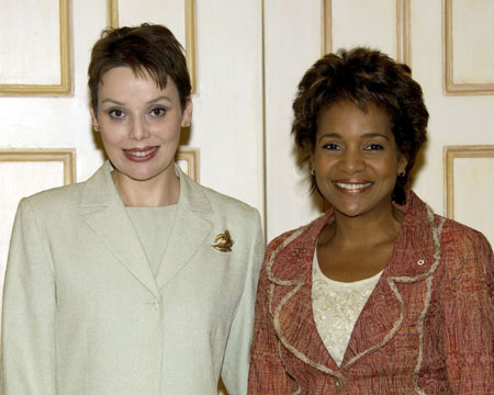 Her Excellency the Right Honourable Michaëlle Jean received on Tuesday, September 19, 2006, at the Governor General's residence in Quebec City, the credentials of Her Excellency Delia Beatriz Valle-Marichal, Ambassador Designate of the Republic of Honduras.