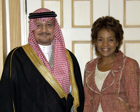 Her Excellency the Right Honourable Michaëlle Jean received on Tuesday, September 19, 2006, at the Governor General's residence in Quebec City, the credentials of His Excellency Abdulaziz Bin Hussein AlSowayegh, Ambassador Designate of the Kingdom of Saudi Arabia.