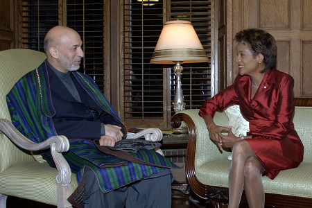 Their Excellencies the Right Honourable Michaëlle Jean, Governor General of Canada, and Mr. Jean-Daniel Lafond received His Excellency Hamid Karzai, President of the Islamic Republic of Afghanistan, during his working visit to Canada on September 22, 2006. Their Excellencies hosted a private dinner in his honour at Rideau Hall.