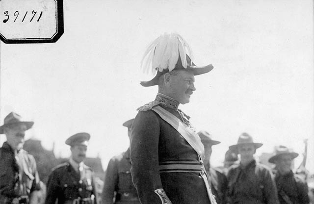 Viscount Byng at an official event. Date: 1920s. Photographer: Patent and Copyright Office. Reference: Library and Archives Canada, PA-030799.