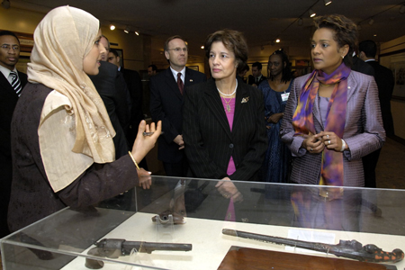 The Governor General visits the National Museum of Moudjahid commemorating the Algerian Revolution (Algiers)