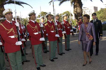 The Governor General takes part in a wreath laying ceremony at the Martyr's Sanctuary (Algiers)