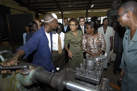 Visit of the Ghana Regional Appropriate Technology Industrial Services (GRATIS) technology workshop (Tema)