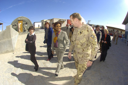Lieutenant-Colonel Bob Chamberlain, Commander of the Kandahar Provincial Reconstruction Team, greets Her Excellency the Right Honourable Michaëlle Jean, Governor General of Canada, upon her arrival to Camp Nathan Smith.