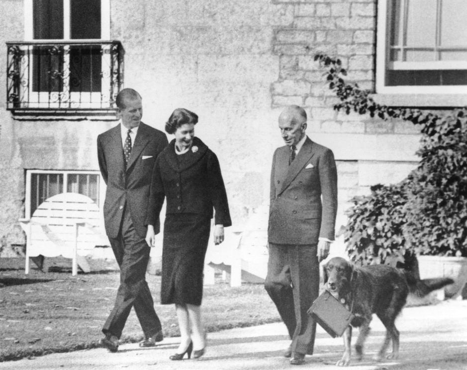 Governor General Vincent Massey accompanies HM Queen Elizabeth II and HRH The Duke of Edinburgh during their visit to Rideau Hall in 1957. Date: October 15, 1957   Photographer: John Howe. Reference: Library and Archives Canada, PA-168607.
