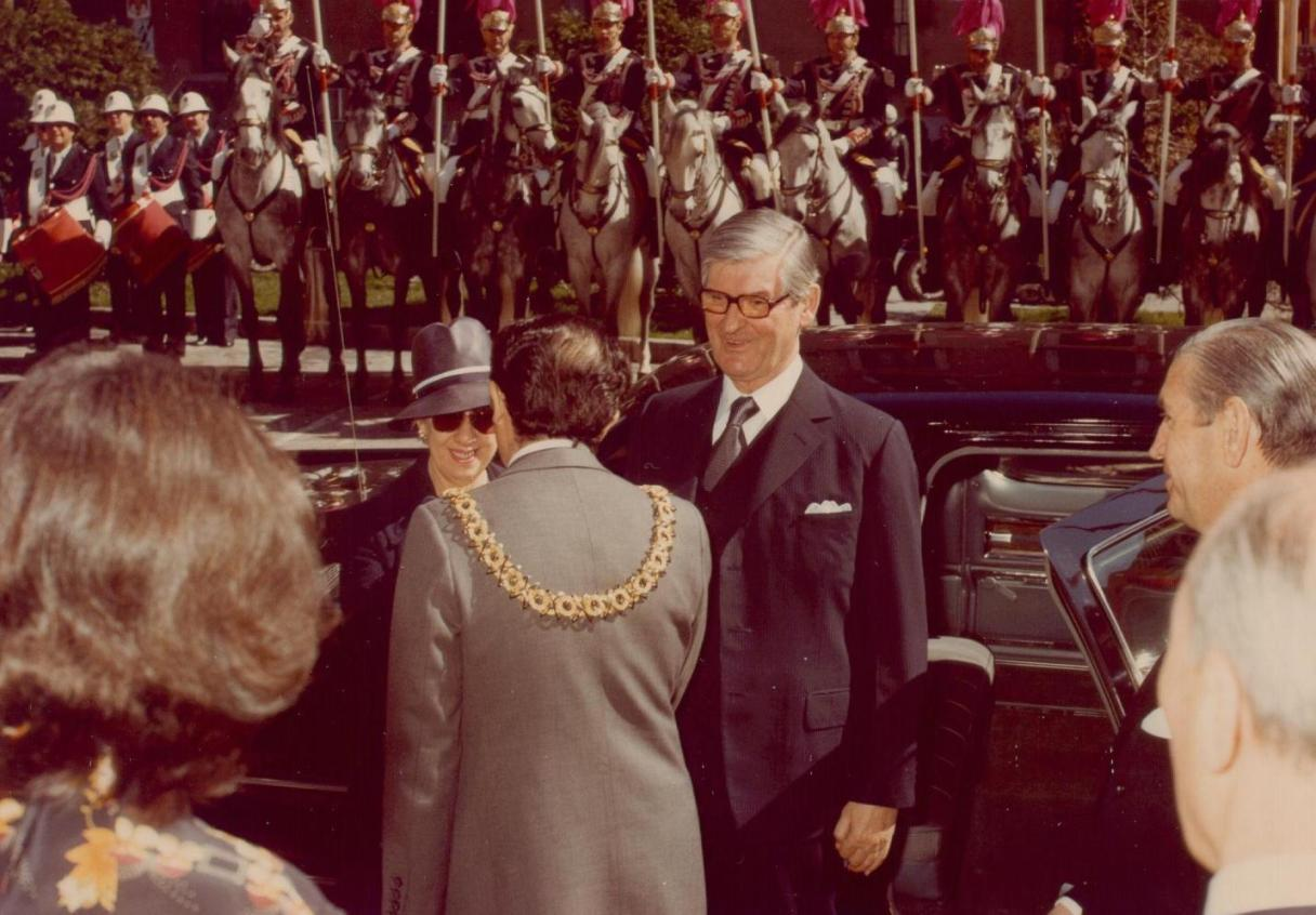 Governor General Jules Léger and his spouse are greeted by the Mayor of Madrid during a State visit to Spain. Date: March 13, 1978. Photographer: Department of National Defence. Reference: REC78-510.