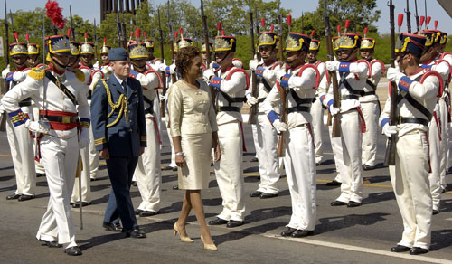 Her Excellency the Right Honourable Michaëlle Jean, Governor General of Canada, during the Official Welcoming Ceremony on the grounds of the Palácio do Planalto in Brasília.