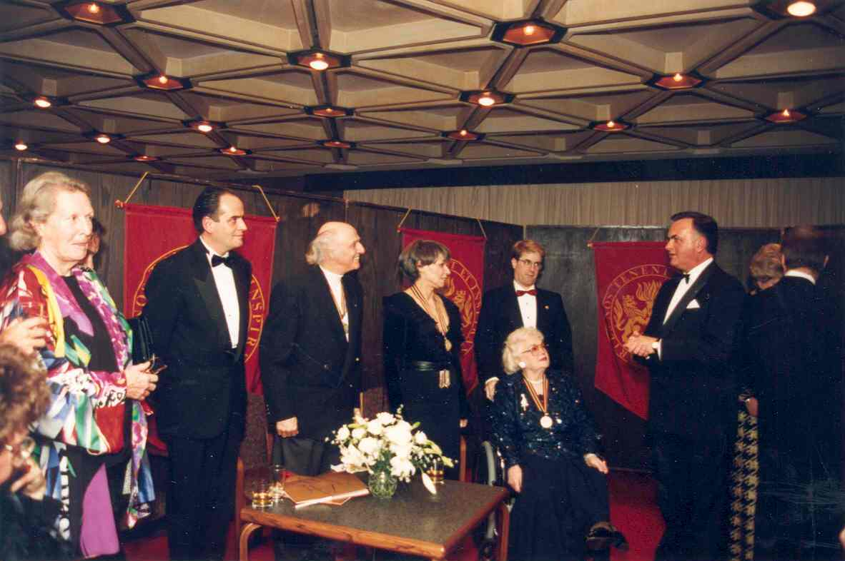 Governor General Ramon John Hnatyshyn talks to the 1993 recipients of the Governor General's Performing Arts Awards, at the National Arts Centre, in Ottawa. Date: 1993. Photographer: Sgt Bertrand Thibeault, Rideau Hall. Reference: GGC93-663-27.