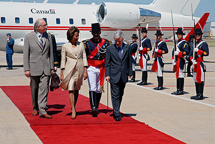 Their Excellencies the Right Honourable Michaëlle Jean, Governor General of Canada, and Jean-Daniel Lafond walk past a Guard of Honour with minister Marcelo Joaquín Pujo, during their official arrival in Argentina.