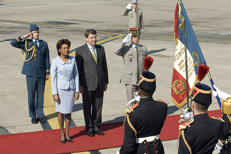 The Right Honourable Michaëlle Jean, Governor General of Canada, is welcomed by the Minister of Education, Xavier Darcosupon upon her arrival in France for a 5-day official visit.