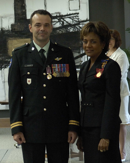 son excellence la trs honorable michalle jean gouverneure gnrale et commandante en chef du canada - Military Decorations
