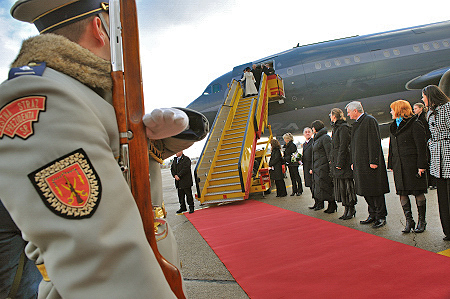 Official welcoming ceremony with military honours.