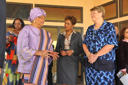 The Governor General speaking with the President of Liberia (left) and Ambassador Ellen Margrethe Loj, Special Representative of the Secretary-General in Liberia at the International Colloquium on Women's Empowerment, Leadership Development, International Peace and Security.