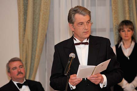 Their Excellencies attended a State dinner hosted by His Excellency Viktor Yushchenko, President of Ukraine, and his wife, Mrs. Kateryna Yushchenko.