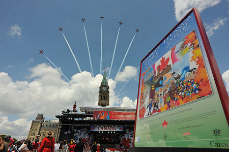 Snowbirds offered a spectacular aerial show to the thousands of Canadians and visitors gathered on Parliament Hill on July 1st.