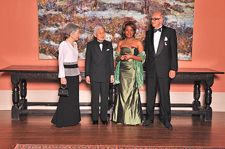 Their Excellencies the Right Honourable Michaëlle Jean, Governor General of Canada, and Mr. Jean-Daniel Lafond with the Emperor and Empress of Japan before the State dinner held in honour of Their Majesties at Rideau Hall. 