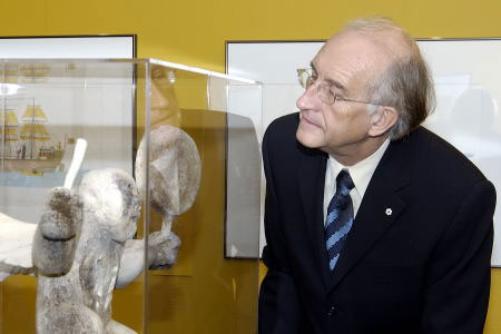 On October 18th, 2005, Their Excellencies visited the Winnipeg Art Gallery in the presence of local artists.