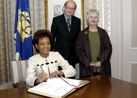 Her Excellency the Right Honourable Michaëlle Jean, Governor General of Canada, signs the city hall guest book during her visit with Her Worship, Andrée Boucher, Mayor of Quebec City on February 10, 2006.