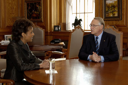 Her Excellency the Right Honourable Michaëlle Jean, Governor General of Canada, speaks with His Worship Gérald Tremblay, Mayor of Montreal, during her civic call to Montreal on February 13, 2006.