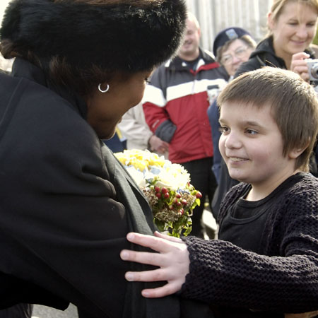 Since her installation, Her Excellency the Right Honourable Michaëlle Jean, Governor General of Canada, has made it a priority to visit every Canadian province and territory during the first year of her mandate. On Tuesday, March 7, 2006, the Governor General began her visit to British Columbia in Victoria, the provincial capital. Upon arrival at the Legislative Assembly, the Governor General was greeted by the Honourable Gordon Campbell, Premier of British Columbia, by12-year-old Jeneece Edroff and by other Victoria youth.