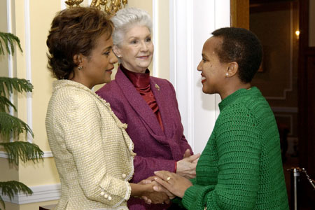 On March 8, 2006, the Governor General attended a luncheon hosted by Her Honour, the Honourable Iona Campagnolo, Lieutenant Governor of British Columbia, on the occasion of International Women's Day. The Governor General delivered a poignant speech, which highlighted the ongoing struggle of Canadian women to achieve equality and honoured their efforts in this regard. <br/>