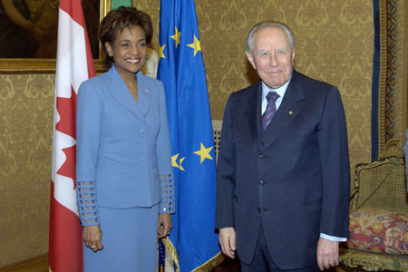 The Right Honourable Michaëlle Jean, Governor General, meets with the president of Italy, His Excellency Carlo Azeglio Ciampi, at the Quirinale Palace in Rome. The meeting took place on February 27, 2006, during a visit to Italy to attend the closing ceremonies of the 2006 Olympic Winter Games. Governor General Jean also had an opportunity to meet His Holiness Benedict XVI.