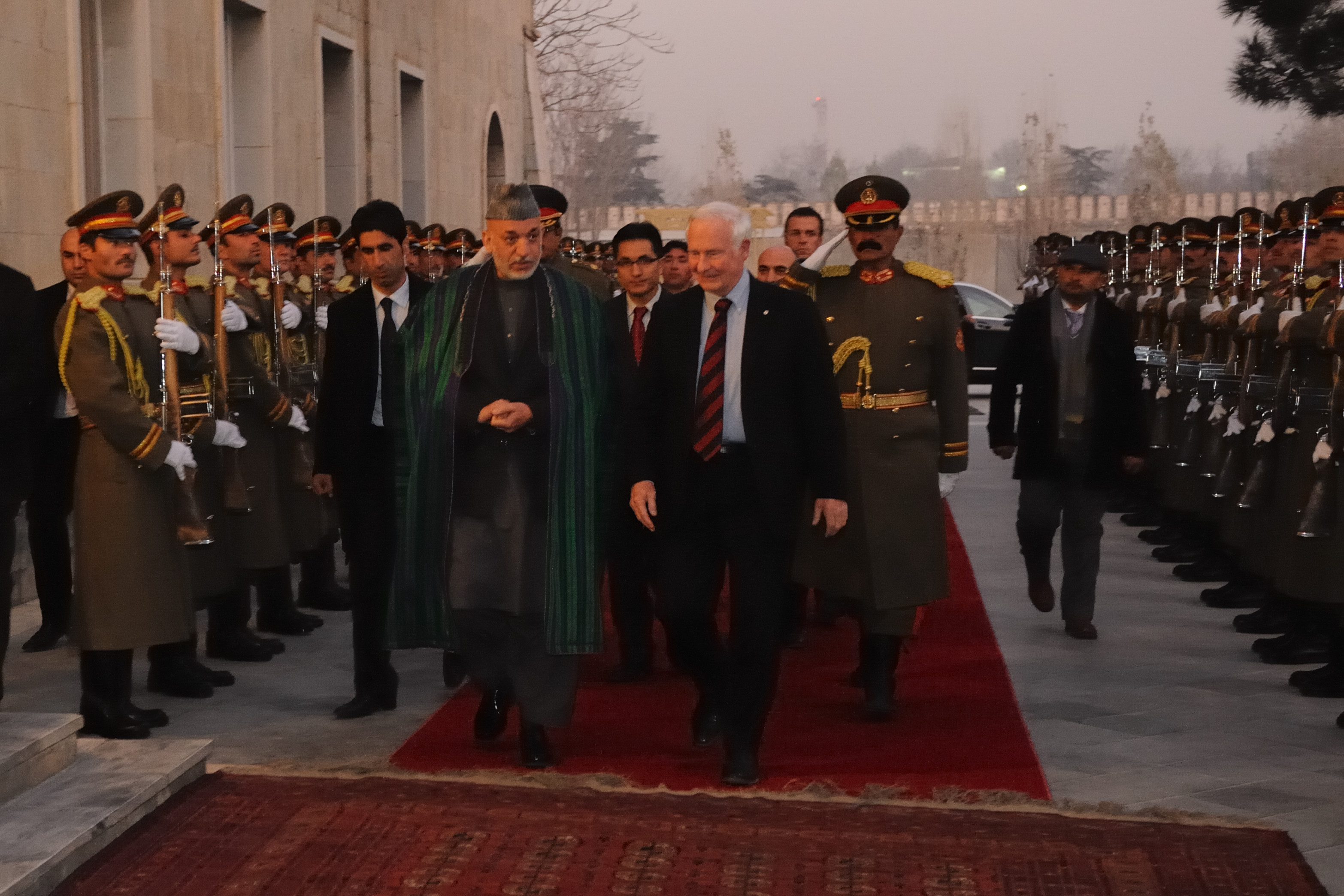 The Governor General was in Kabul on December 24, 2011, to meet with His Excellency Hamid Karzai, President of Afghanistan.