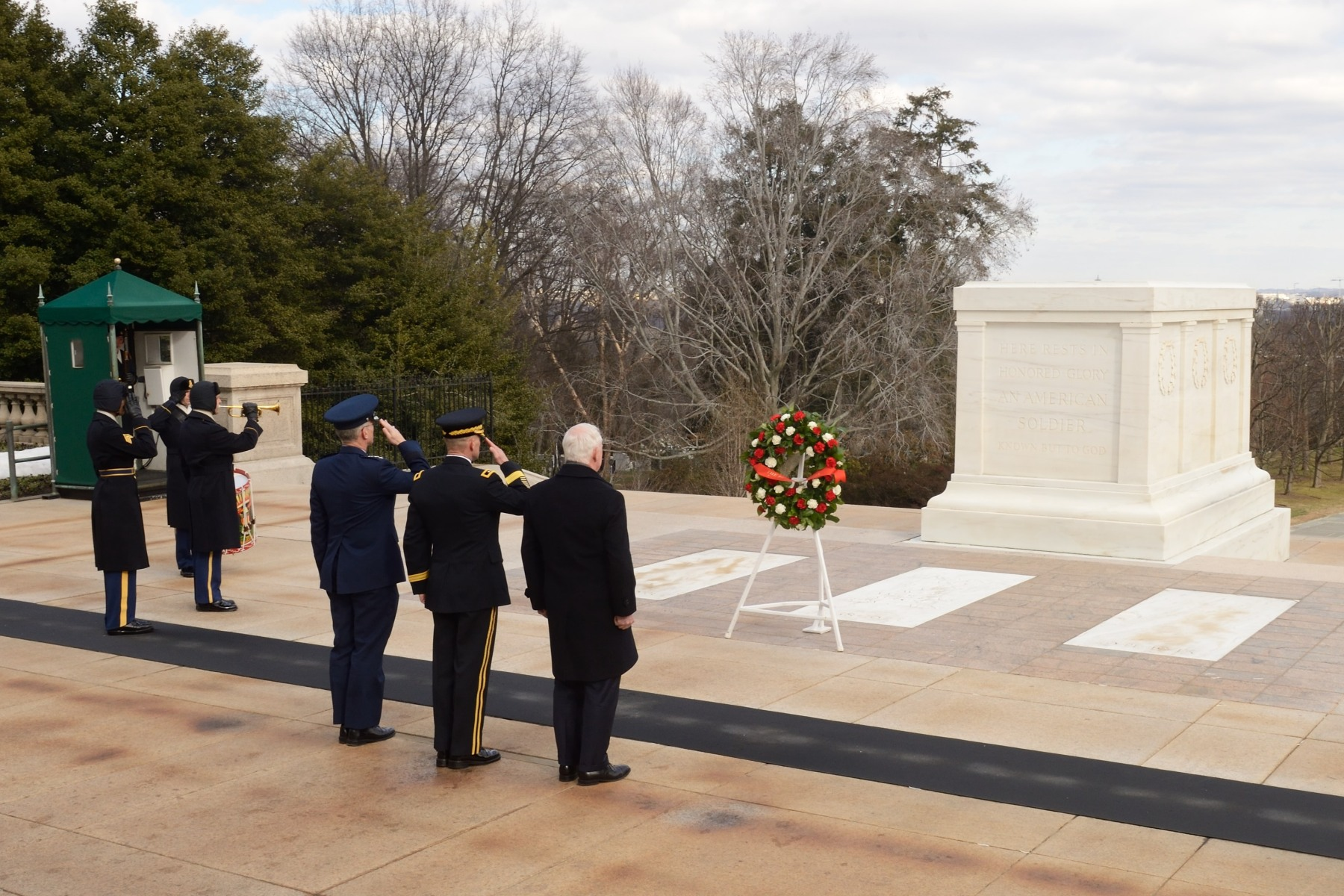 At Arlington National Cemetery, the Governor General laid a wreath at the Tomb of the Unknown Soldier.