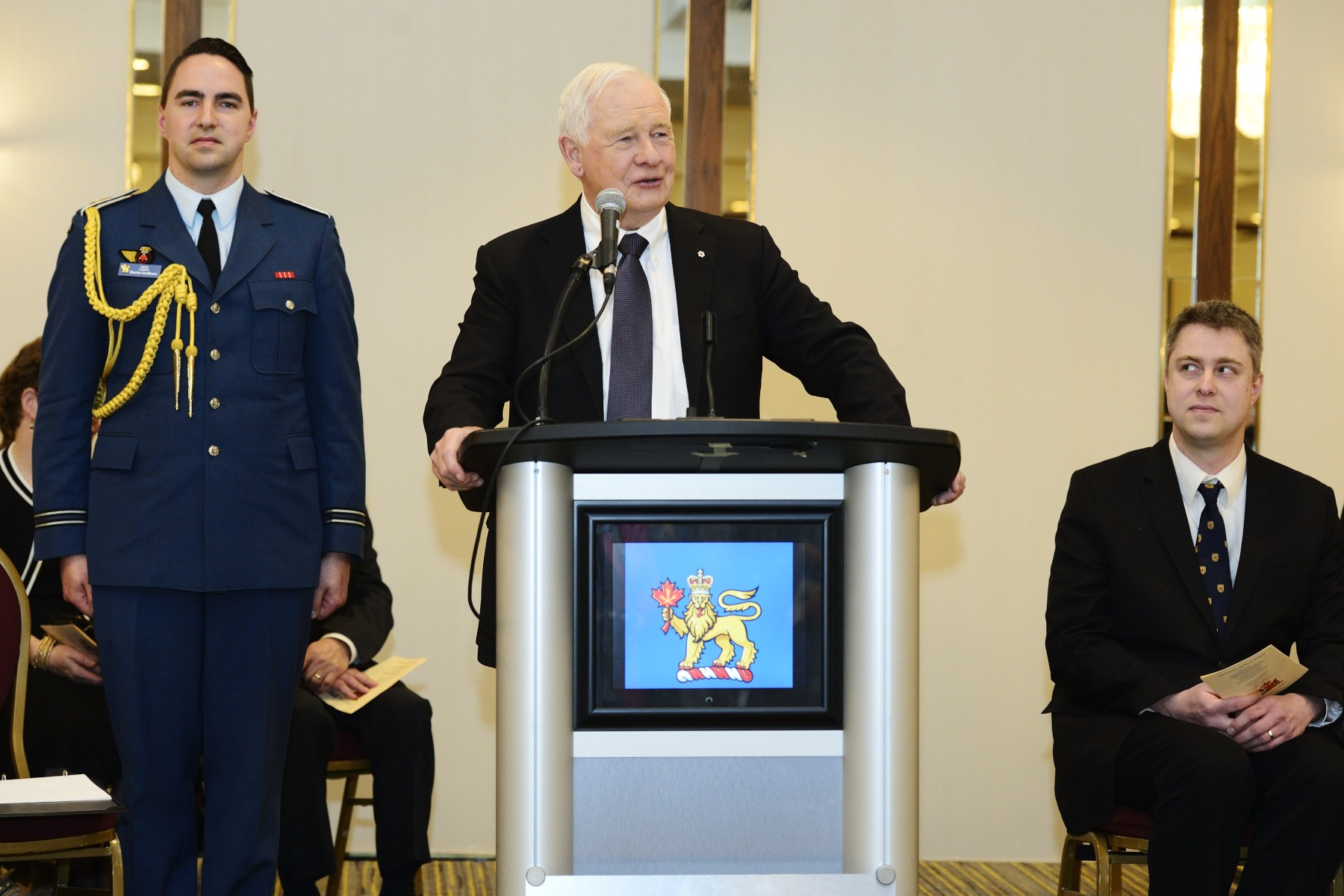 Their Excellencies then attended a celebration hosted by the Monarchist League of Canada in honour of Her Majesty's 90th Birthday. His Excellency delivered remarks to convey best wishes to The Queen on behalf of Canadians.