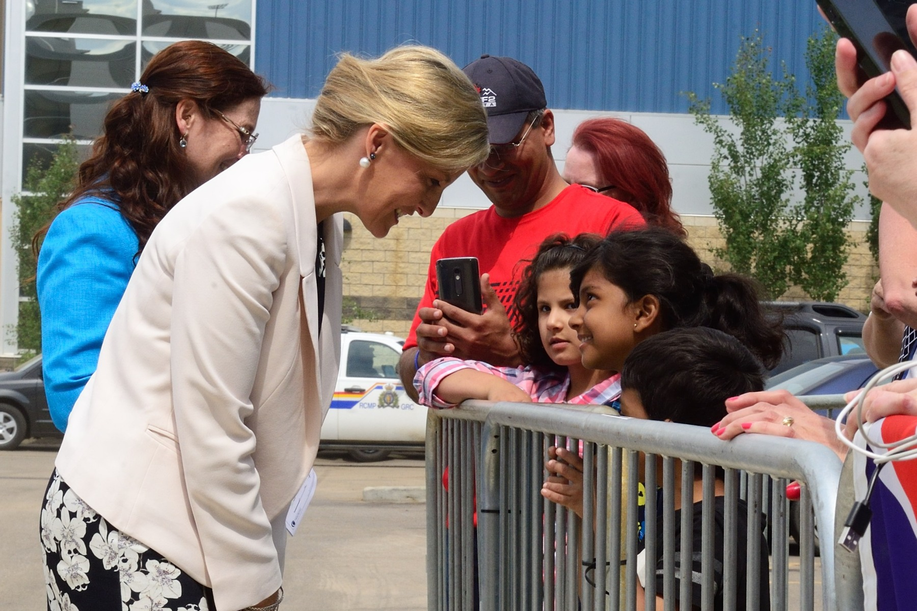 Following their tour of Fort McMurray, His Excellency and Her Royal Highness were welcomed by members of the public at Shell Place, which temporarily served as one of the evacuation centres during the crisis.