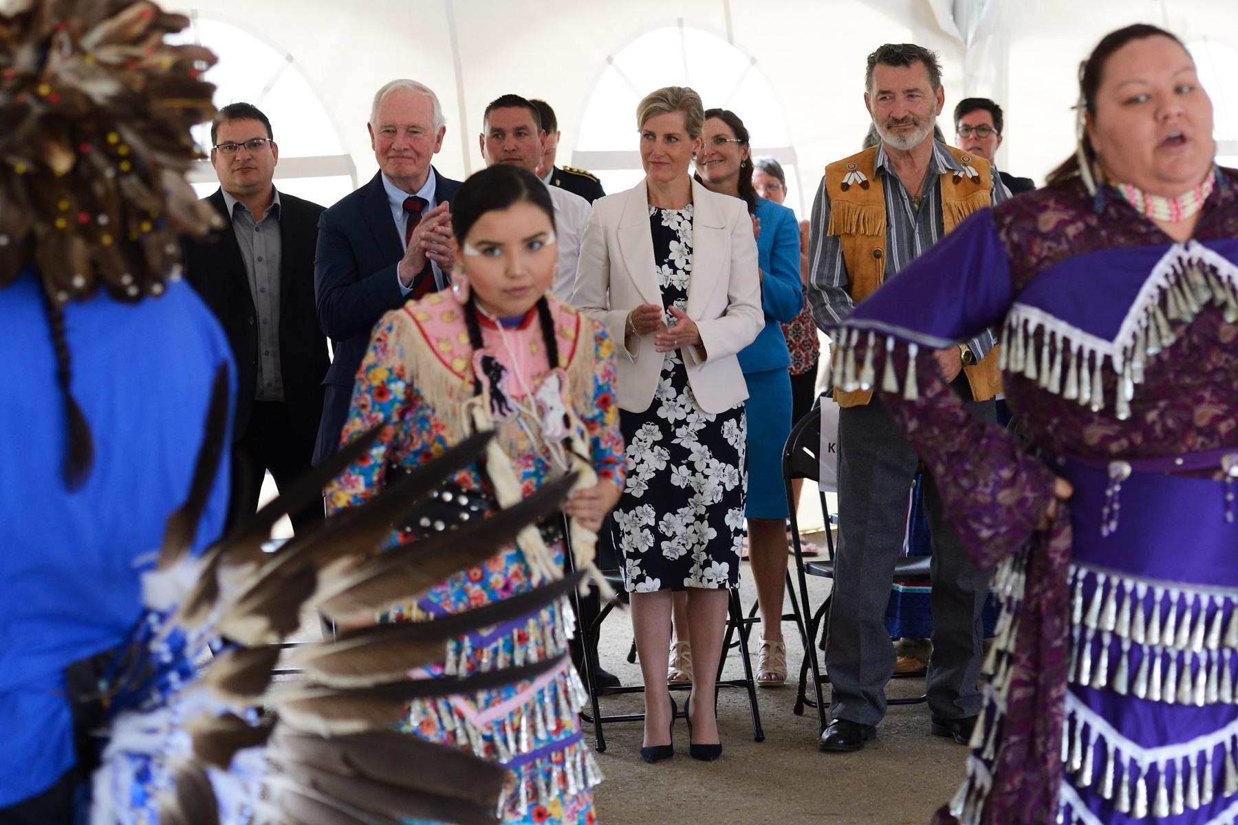 His Excellency and Her Royal Highness concluded their visit with a gathering at Fort McMurray #468 First Nation, a small community of over 300 residents who came to the rescue of thousands of evacuees before its members had to flee the area themselves due to the threatening wildfires.