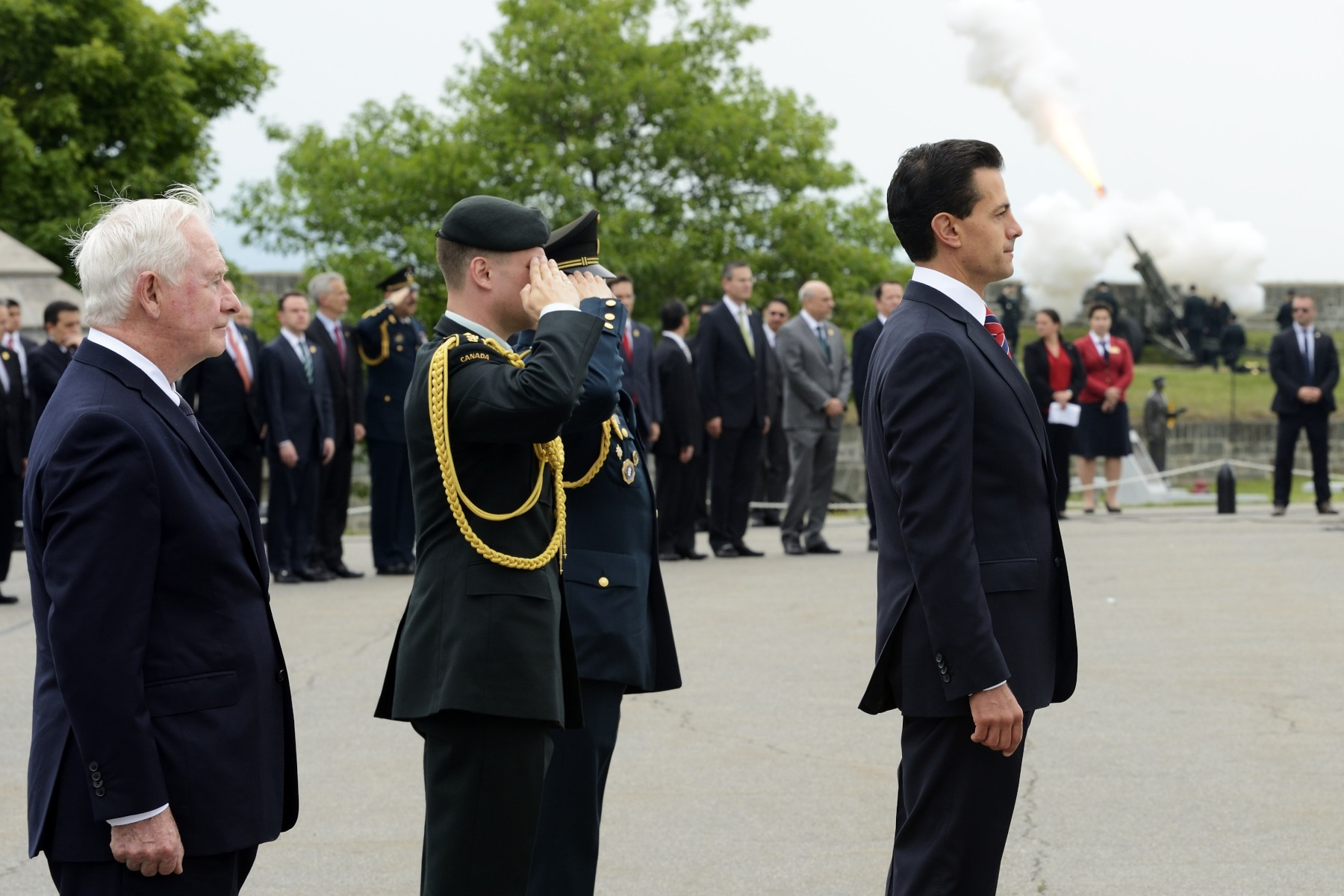 President Enrique Peña Nieto and the Governor General received a 21-gun salute from the 5th Light Artillery Regiment of Canada.