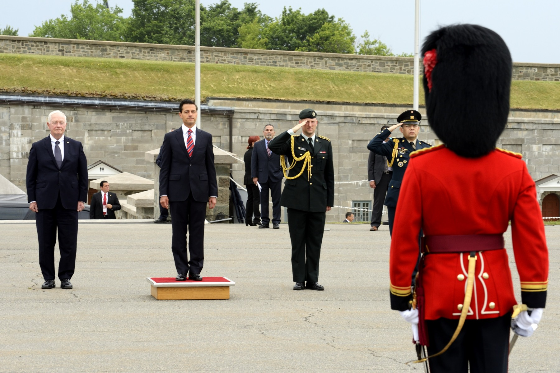 An official welcoming ceremony, with military honours, was held at the residence of the governor general at the Citadelle of Québec.