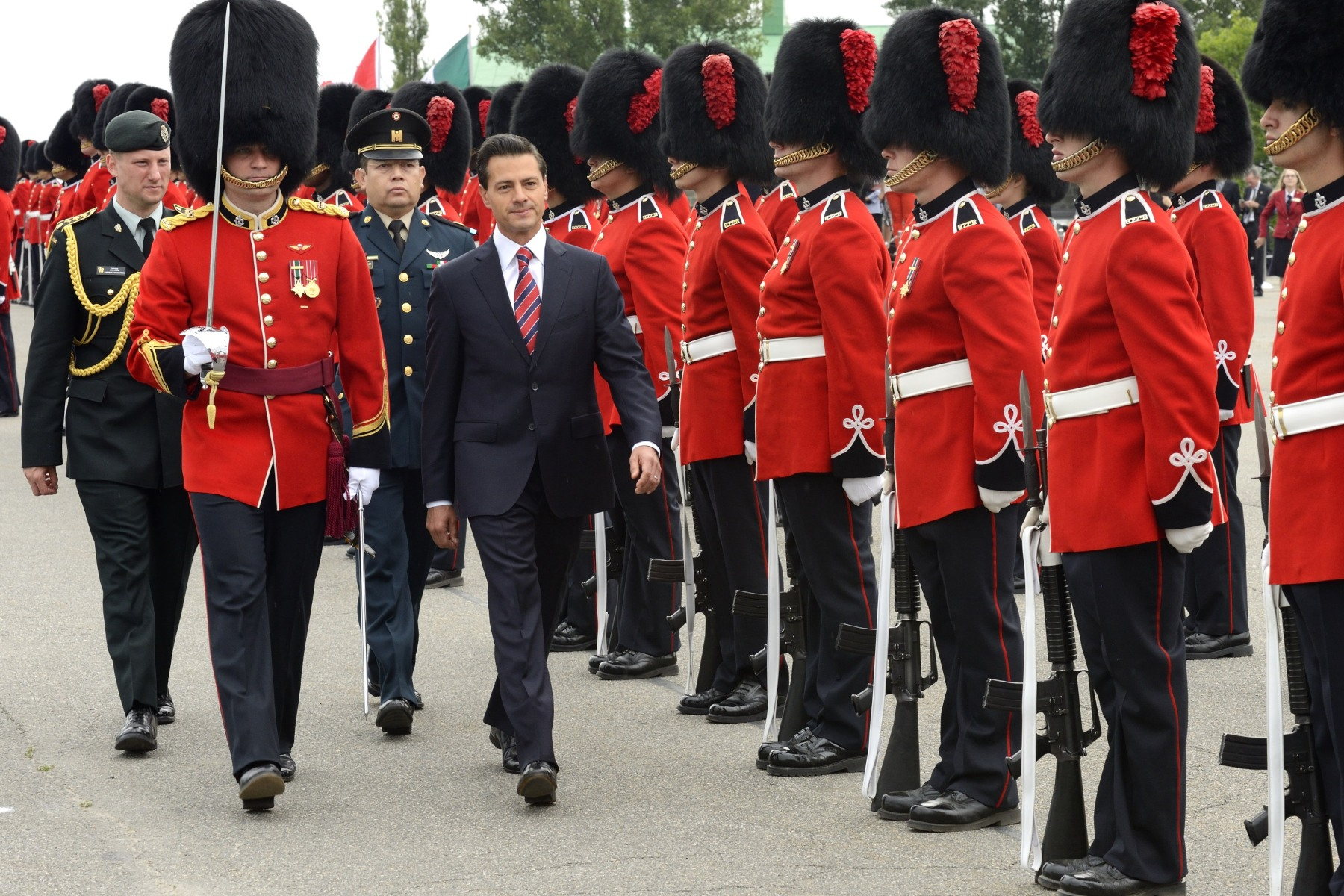 His Excellency Enrique Peña Nieto, President of the United Mexican States, inspected the guard of honour.
