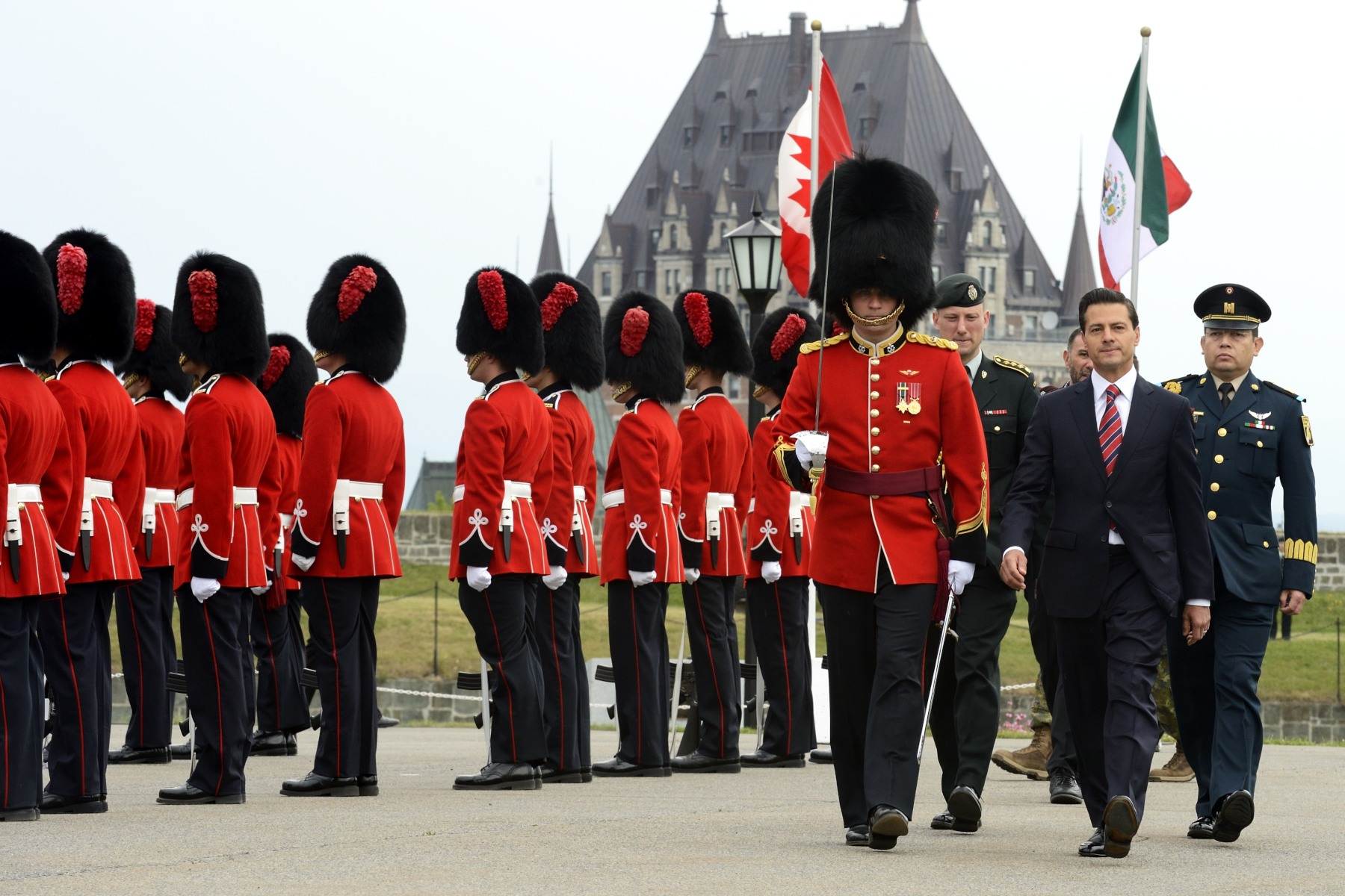 The guard of honour was made up of members of the Red Guard of the Royal 22nd Regiment.