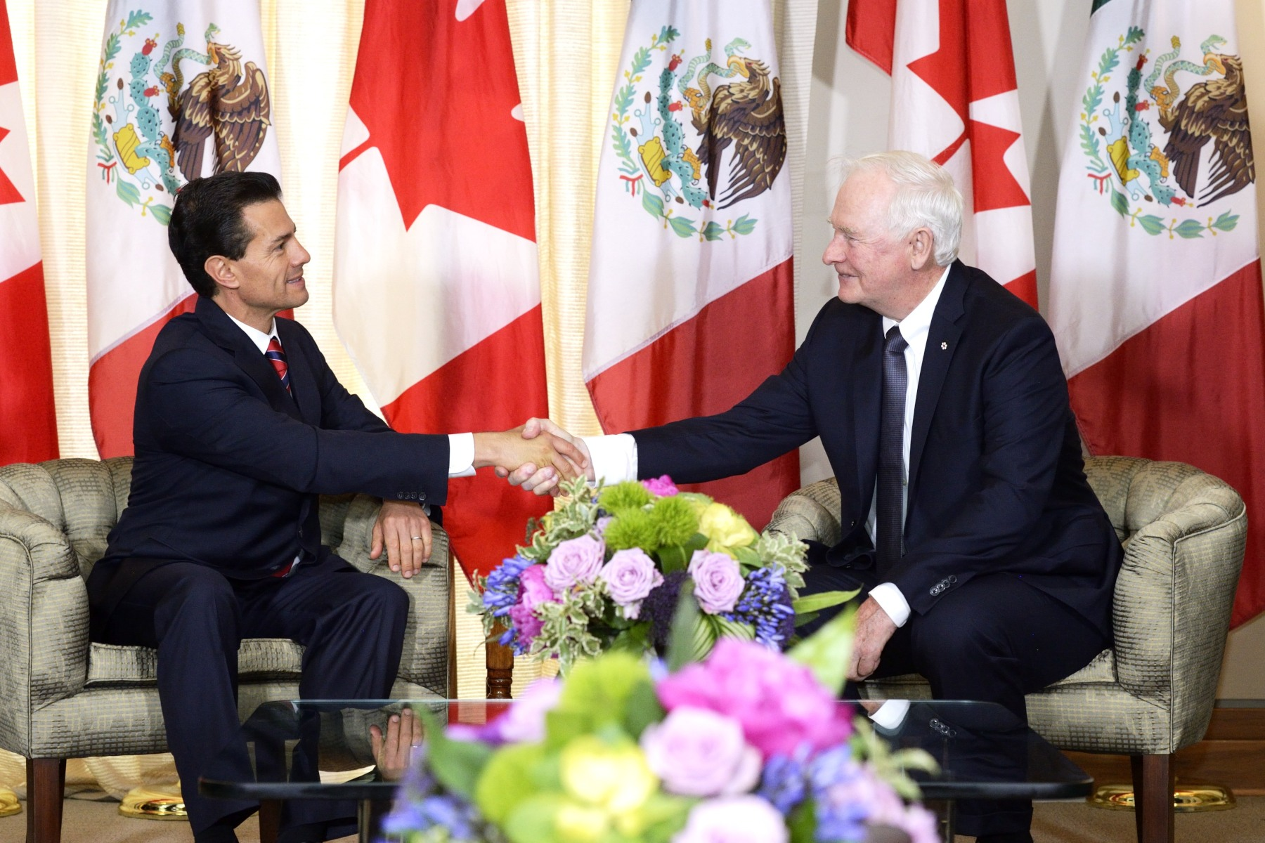 A meeting between the Governor General and the President of Mexico took place in the Salon des anges, Residence of the Governor General at the Citadelle of Québec.