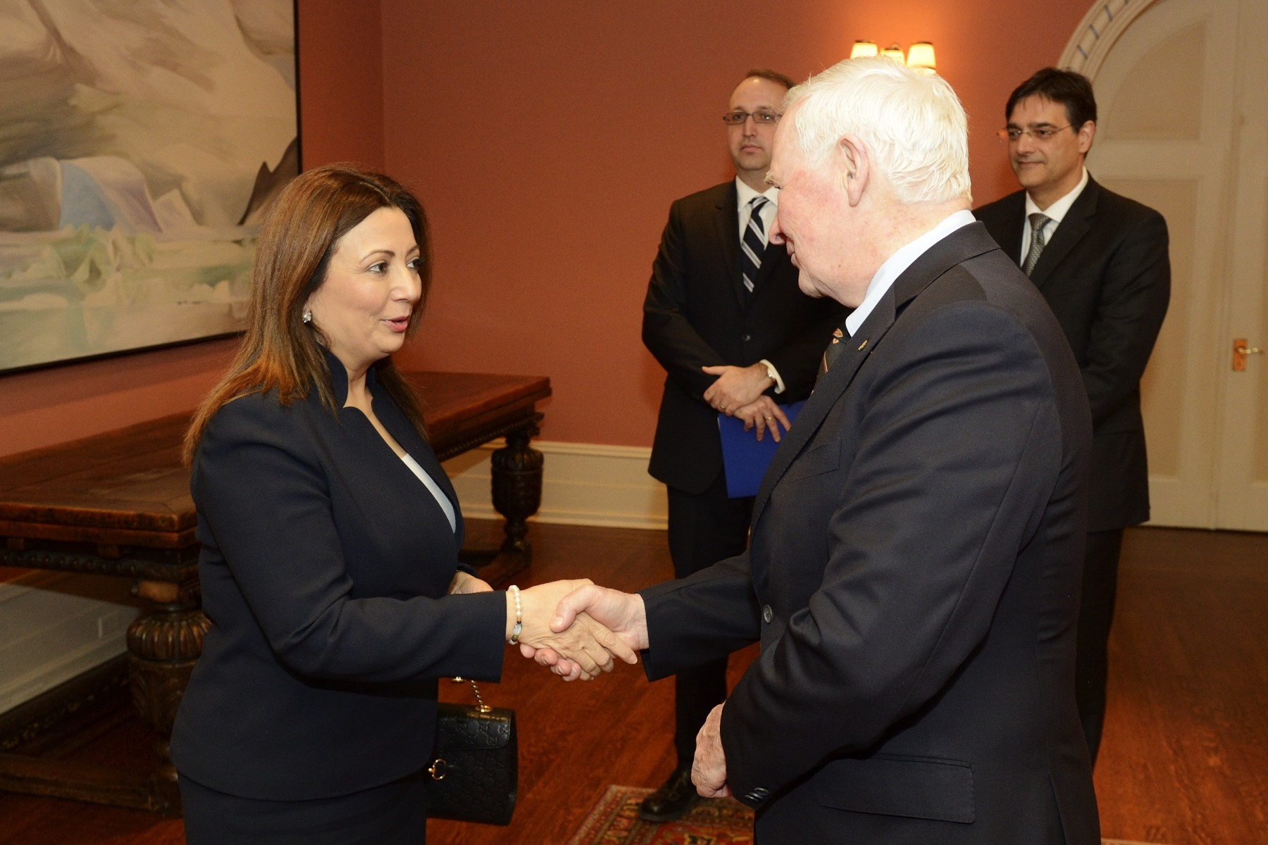 His Excellency the Right Honourable David Johnston, Governor General of Canada, met with the Tunisian National Dialogue Quartet at Rideau Hall on May 17, 2016. He greeted Mrs. Ouided Bouchamaou, President of the Tunisian Confederation of Industry, Trade and Handicrafts.
