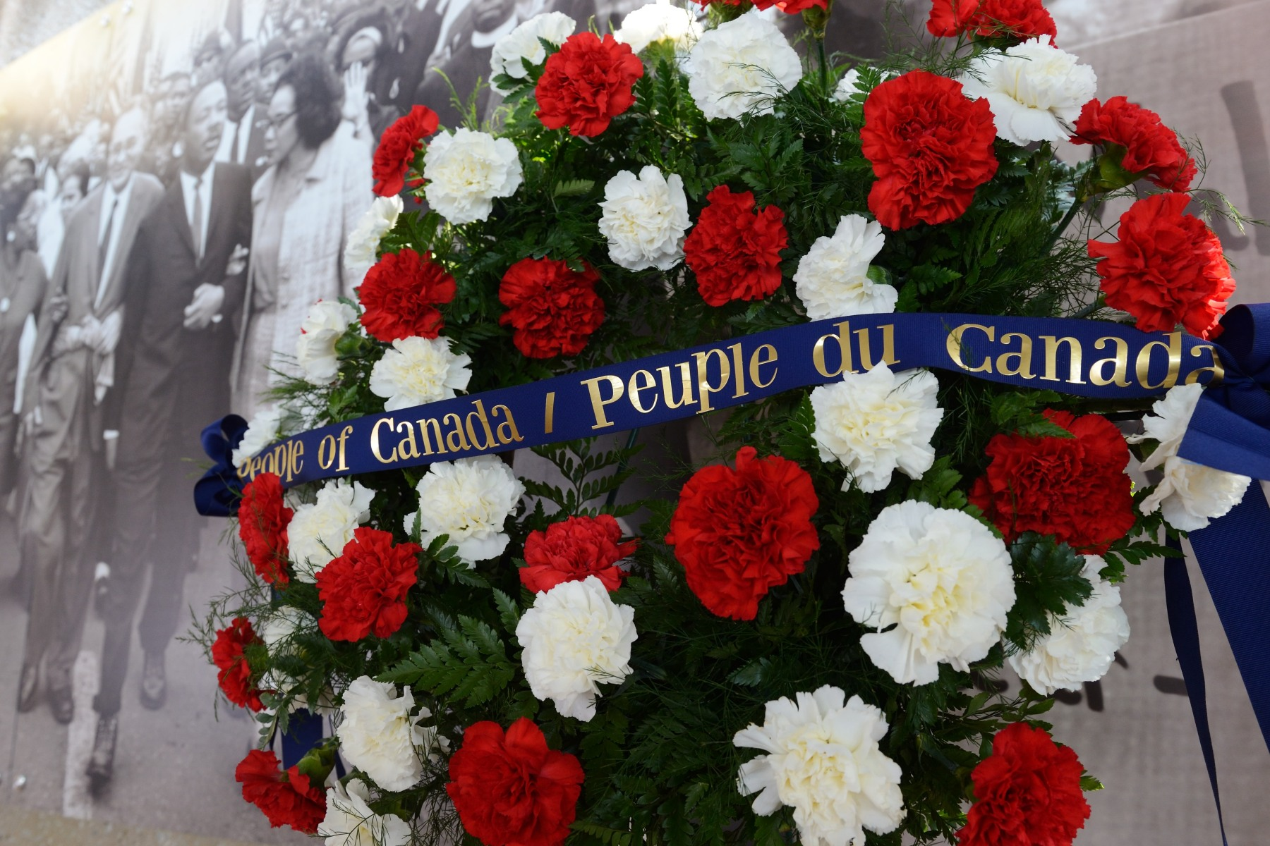 The wreath laid by the Governor General shows Canada's solidarity towards the civil rights movement. Martin Luther King Jr. dreamt that all inhabitants of the United States would be judged by their personal qualities and not by the colour of their skin.