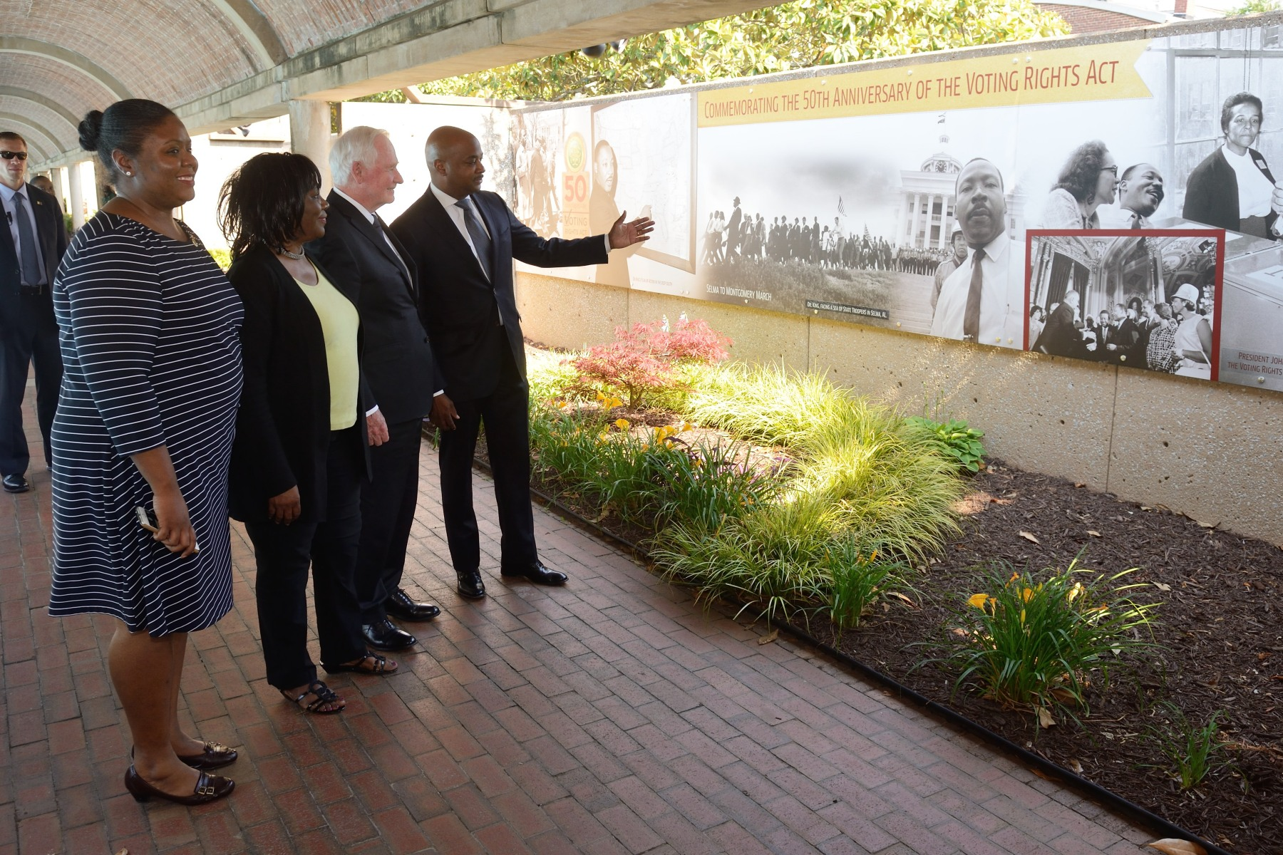 The Governor General toured the Martin Luther King, Jr. Center for Nonviolent Social Change (The King Center). The King Center was established in 1968 by Mrs. Coretta Scott King. Nearly 1 million people each year make a pilgrimage to the National Historic site to learn, be inspired and pay their respects to Dr. and Mrs. King's legacies.